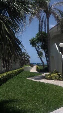 Golden Strand Ocean Villa Resort: one of several pathways to beach