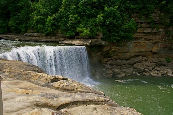 Lake Cumberland State Resort Park: Water fall at the Park