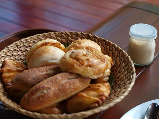 L'Alyana Ninh Van Bay: 毎食でるおいしいパン