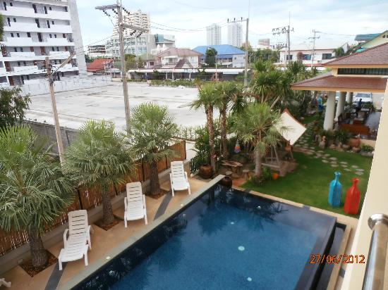 Smile Hua - Hin Resort: From the balcony to the street.
