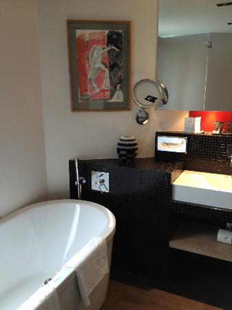 Golden Tulip Opera De Noailles: Junior Suite - bathroom