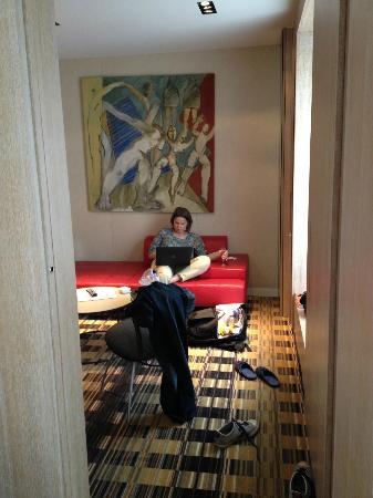 Golden Tulip Opera De Noailles: Junior Suite - lounge area