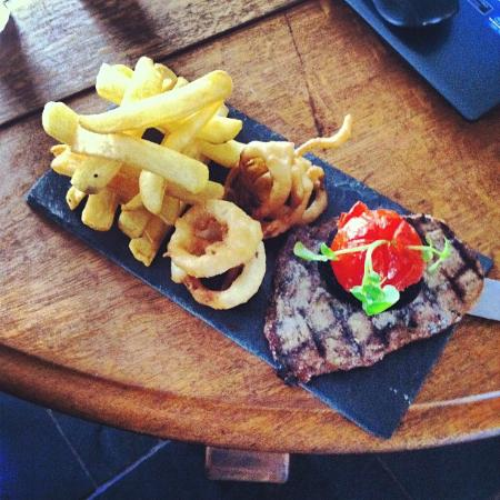 Ye Olde Cross Gates Inn: Steak on slate