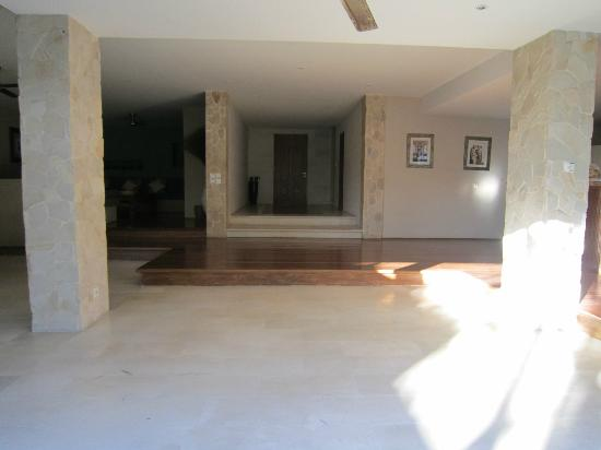 Sienna Villas: front entry way