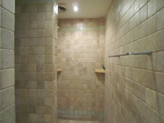 Sienna Villas: shower