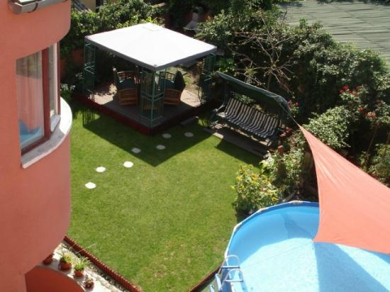 Villa - Hotel ESCALA: Garden and pool area