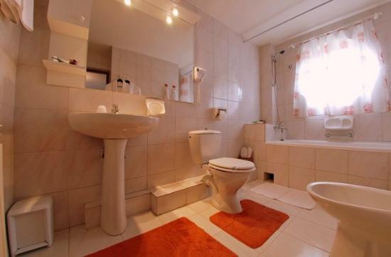 Villa - Hotel ESCALA: Superior room bath