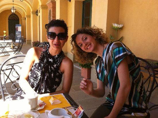 Elena and Paola at breakfast - Borgo Vicarello di Volterra
