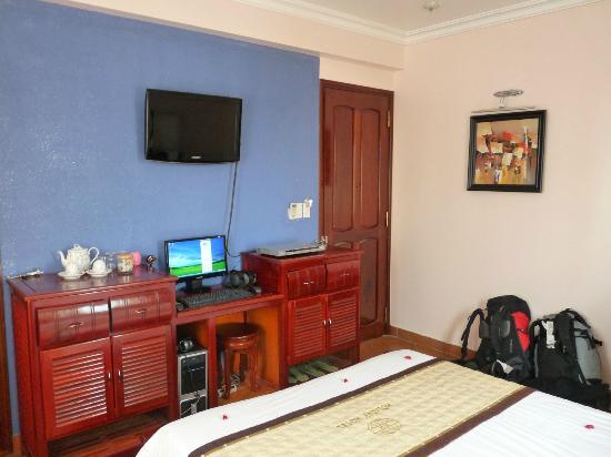 Hue Holiday Hotel: Habitación
