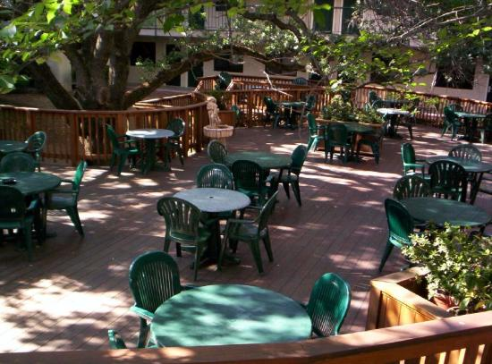 Best Western Plus Orchid Hotel & Suites: Beautiful, Relaxing Courtyard