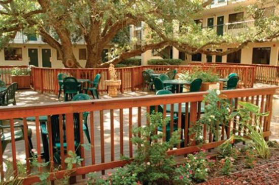 BEST WESTERN PLUS Orchid Hotel & Suites: Courtyard