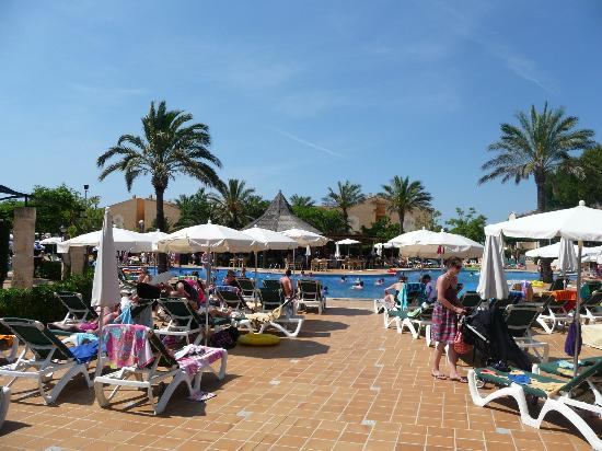 Zafiro Menorca: view from reception to large pool