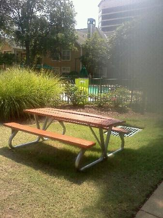 Homewood Suites by Hilton Memphis-Poplar: Make sure they don't put you in a room near a picnic table.