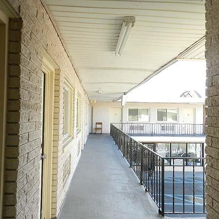 Viking Motel: Hallway