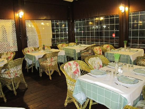 Hotel Los Arcos: Smoking dining room/terrace
