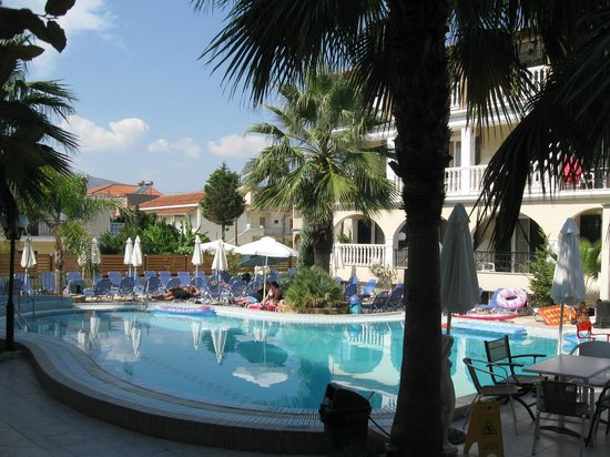 Zante Plaza Hotel & Apartments: Pool Area