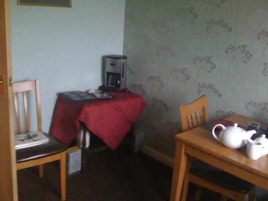 J & J B & B: Guest breakfast room