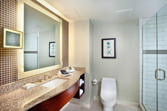 Cape Rey Carlsbad, a Hilton Resort: Bathroom