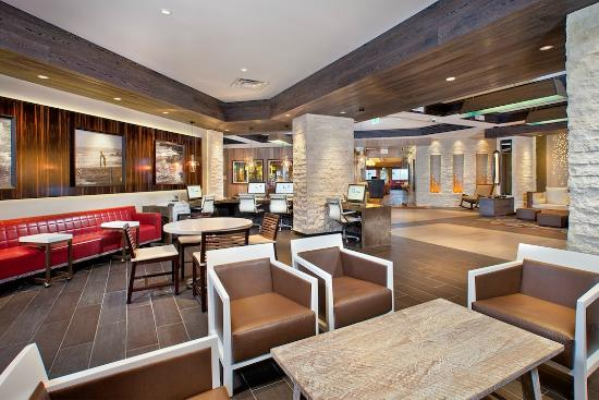 Cape Rey Carlsbad, a Hilton Resort: Business Centre in the Lobby