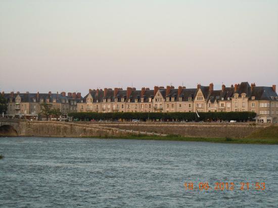 Côté Loire - Auberge Ligérienne : View across the river