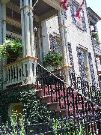 The Gastonian - A Boutique Inn: B&B and grounds - front