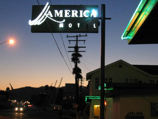 "Motel America : You can see ""downtown"" two blocks away"