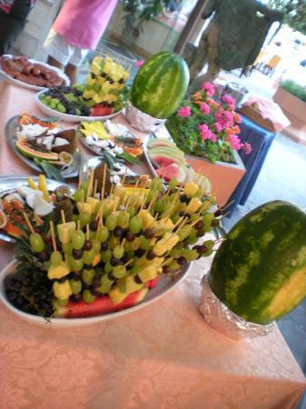 Hotel Apollo: Buffet di Frutta Notte Rosa