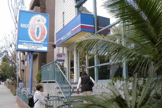 Motel 6 Los Angeles - Hollywood: Macht guten Eindruck: Eingangsbereich