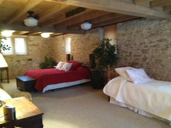 Ohio Barn B&B: The Stone Room (features exposed barn foundation - King and Twin)