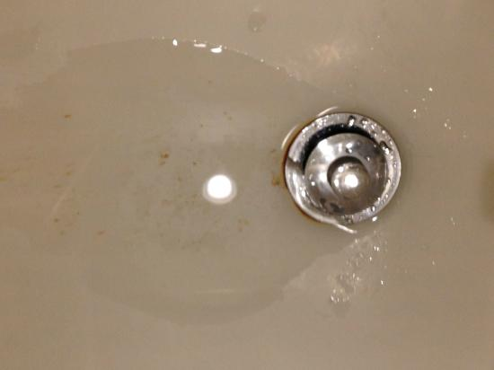 Fairfield Inn & Suites Frederick: Rusty tub