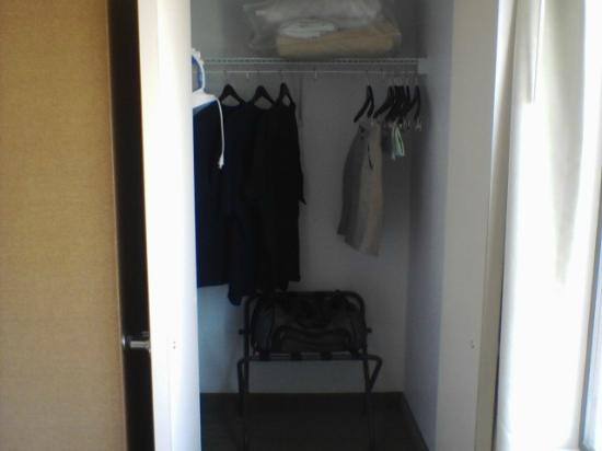 SpringHill Suites Phoenix Tempe/Airport: Huge closet!