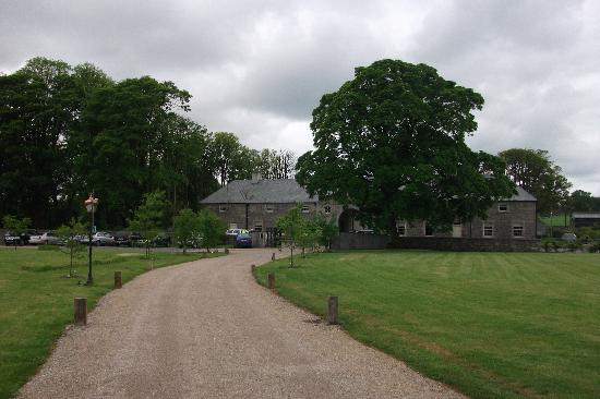 Clonabreany House: The Entrance and driveways