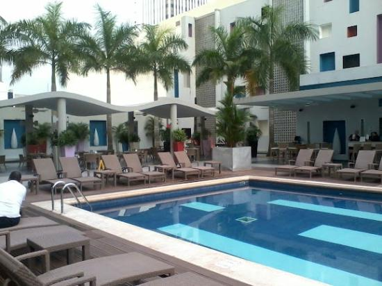 Hotel Riu Plaza Panama: Piscina