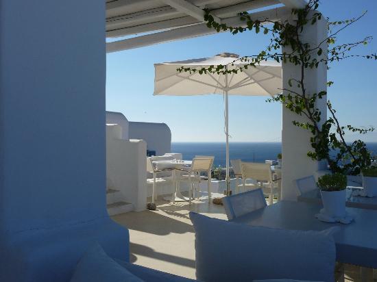En Lefko Prive Suites: Breakfast terrace