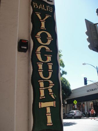 Bali's Self Serve Frozen Yogurt: Sign out front