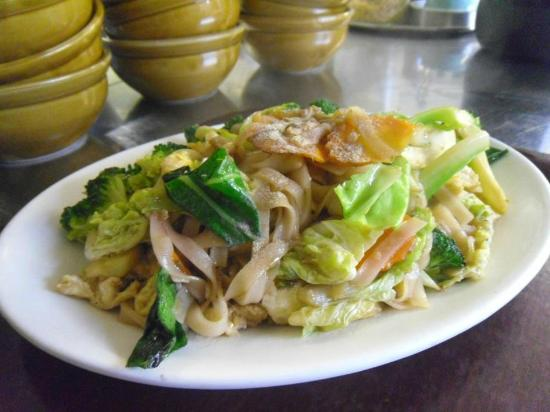 Jasmine Thai Cuisine: Egg and vegetable noodles