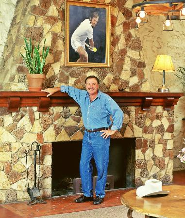 John Newcombe's Tennis Ranch: Lodge