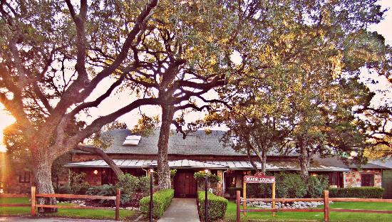 John Newcombe's Tennis Ranch: Main Lodge