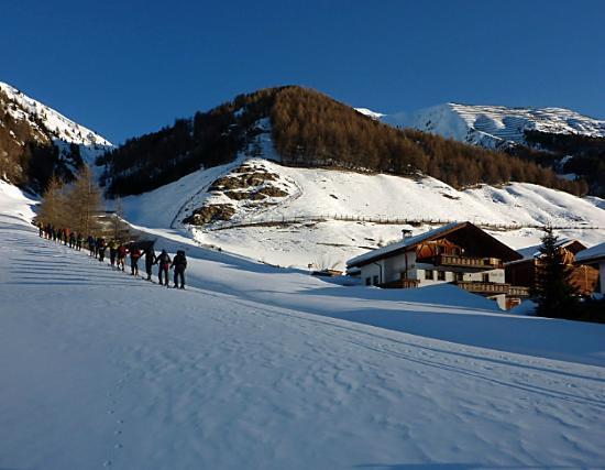 Langtauferer Hof: Beim Hotel Ski anschnallen und schon geht's hoch in dieser grandiosen Bergwelt.