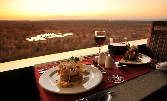 Victoria Falls Safari Lodge: MaKuwa-Kuwa Restaurant