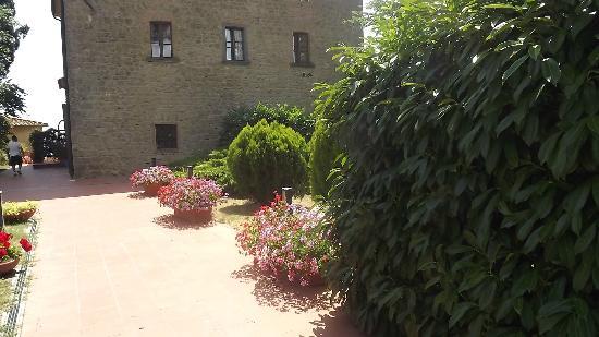 Villa Rioddi: Entry from hotel´s parking area