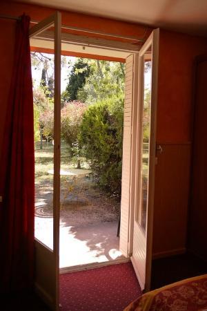 L'Hostellerie des Pins : Chambre donnant sur l'exterieur