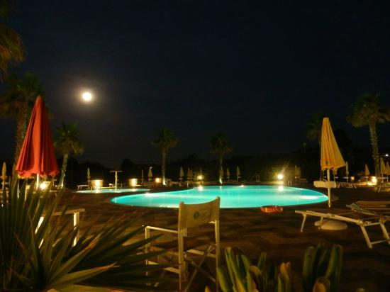 Sole Mare Residence Club: Piscina di notte