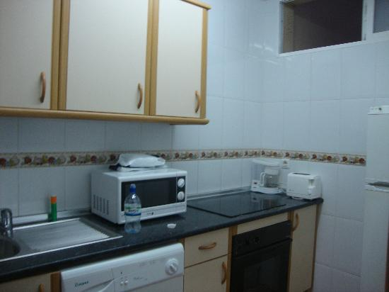 Tamarindos Apartamentos: There was a good little kitchen but it only had one bowl!