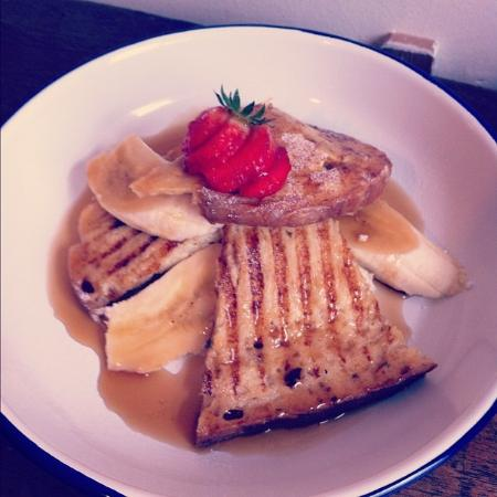 Tamper Coffee - Westfield Terrace: Amazing french toast with syrup and bananas.