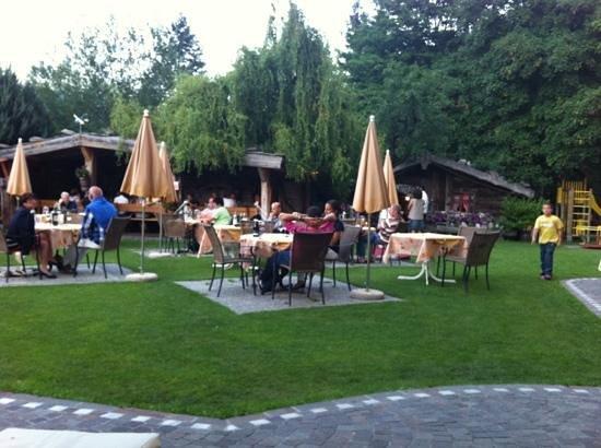 Hotel Latscherhof: giardino hotel
