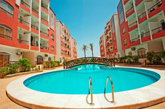 Desert Pearl Apartments: Swimming Pool