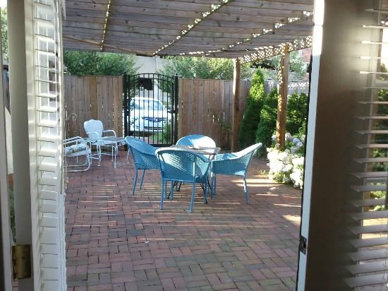 Brafferton Inn: Private Patio/Garden