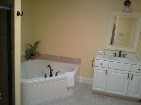 The Brafferton Inn Bed and Breakfast: Bathroom