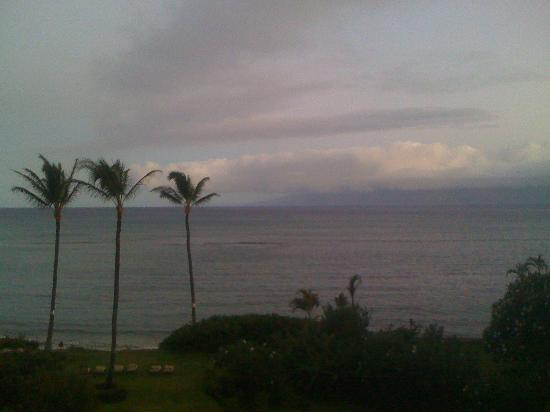 Maui Beach Ocean View Rentals: Our view of Molokai